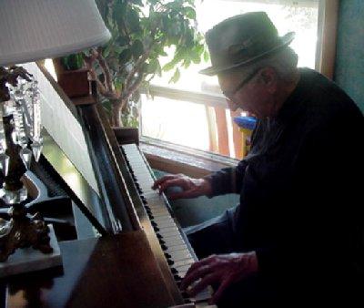 Art Mineo at the piano.
