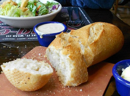 The freshly baked bread at the Lynnwood Old Spaghetti Factory - image.