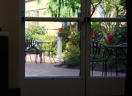 The courtyard at the Hampton Inn & Suites in Lynnwood, Washington - image.