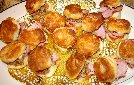 Tasso Ham biscuits with seeded mustard and peach jelly Tacoma - image.