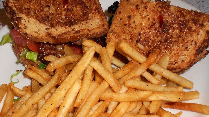Bacon sandwich and fries at Little Jerry's on 84th and Park in Tacoma - image.
