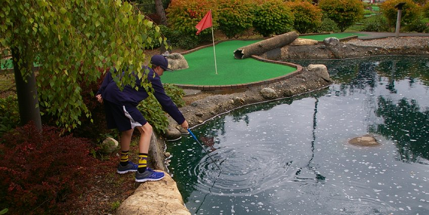 Playing miniature golf at Tacoma Firs Golf Center - image.