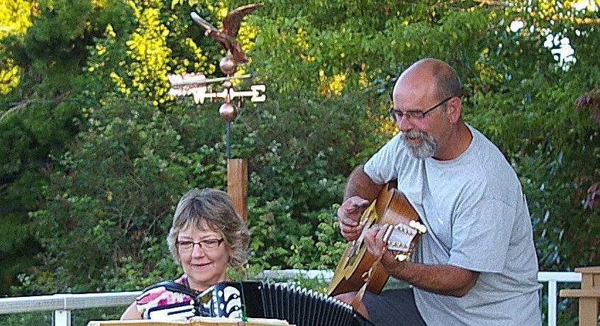 Sue and Randy Lord playing songs from the sixties.