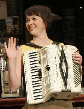 Simone Perrin on accordion.